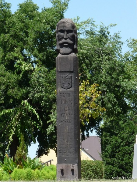Török Bálint emlékoszlop Enyingen (forrás: kozterkep.hu)