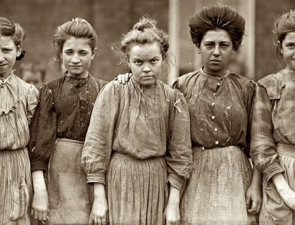 Malomban dolgozó asszonyok (1909) Forrás: pinterest.com | Patty Aspin