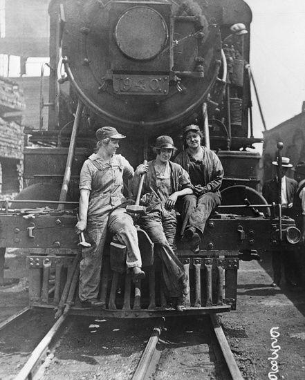 Női vasúti dolgozók (1918) Forrás: pinterest.com |Esther Michie