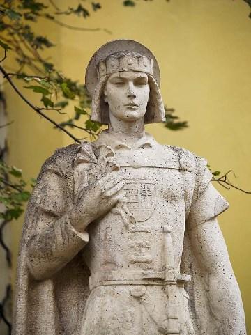 Imre herceg szobra Székesfehérváron (Forrás: uj.katolikus.hu)