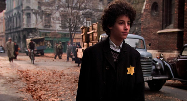 Sorstalanság Kertész Imre Nobel-díjas regényéből készült magyar film, a holokauszt egy fiatal fiú szemével. (Kép: claudesplace.com)