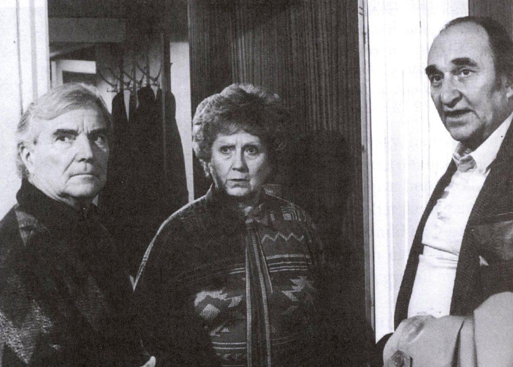 Részlet a Szomszédok c. teleregényből, balról jobbra: Zenthe Ferenc, Komlós Juci, Raksányi Gellért) (Forrás: kinetograf.blog.hu)