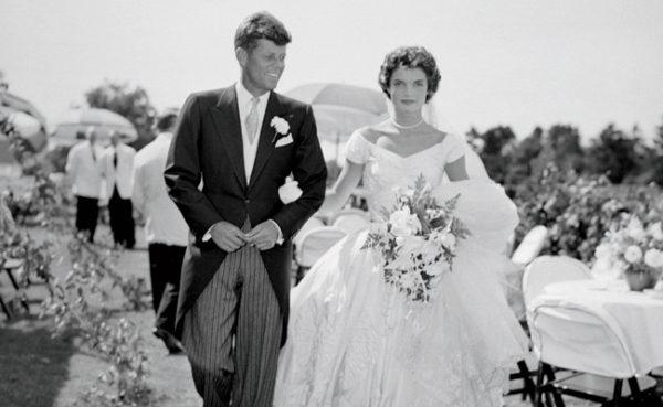 Jackie és Kennedy esküvője 1953-ban. (Fotó: vintageweddingfair.co.uk)