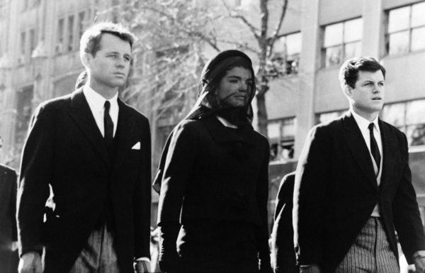 Robert Jackie és Ted Kennedy JFK temetésén (Fotó: tvtropes.org)