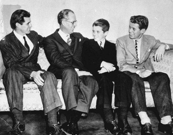 Joseph Jr, Joseph,  Joseph Robert és John 1939-ben (Fotó: bostonglobe.com)