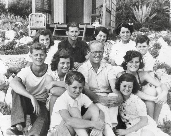 Kennedy család (Fotó: galleryhip.com)