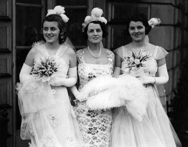Kathleen, Rose és Rosemary Kennedy 1938-ban, bemutatás az angol udvarban (Fotó: neinvalid.ru)
