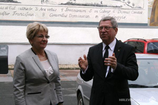 Dr. Takátsné Dr. Tenki Mária belvárosi képviselő, Dr. Puskás Tivadar polgármester
