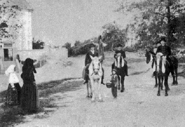 Pünkösdi lovaglás (Ecsény, Somogy m., 19. sz. vége) (Forrás: Magyar Néprajzi Lexikon, mek.oszk.hu)