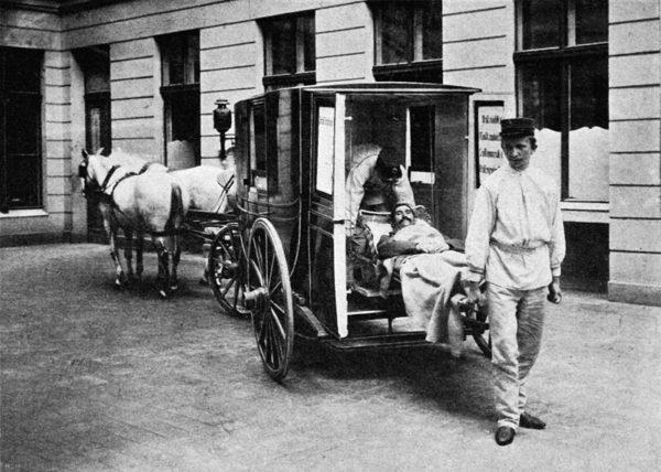 Képünk illusztráció. Mentősök Berlinben 1900 körül. (Forrás: wikipedia.org)