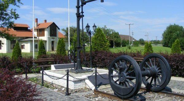 Az egykori rumi vasútállomás emlékhelye (Forrás: vasutallomasok.hu - Sándor Antal)