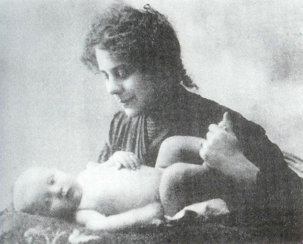 Kaffka Margit és kisfia (Forrás: www.rfmlib.hu)