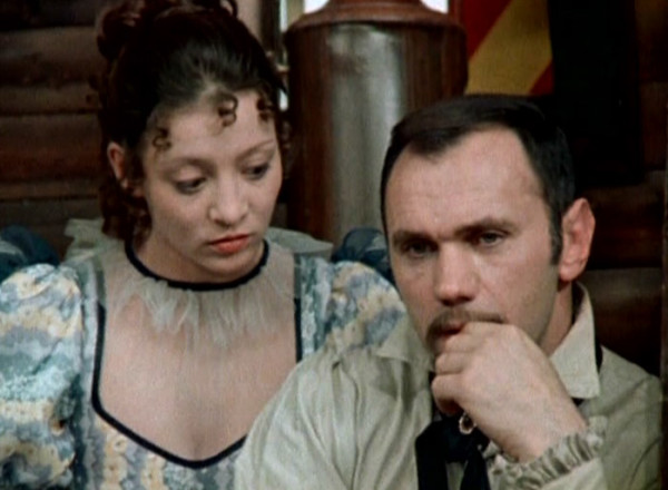 """Részlet """"A névtelen vár"""" című tévéfilmből (1981, MTV) A képen Pap Vera és Koncz Gábor (Forrás: monty.blog.hu)"""