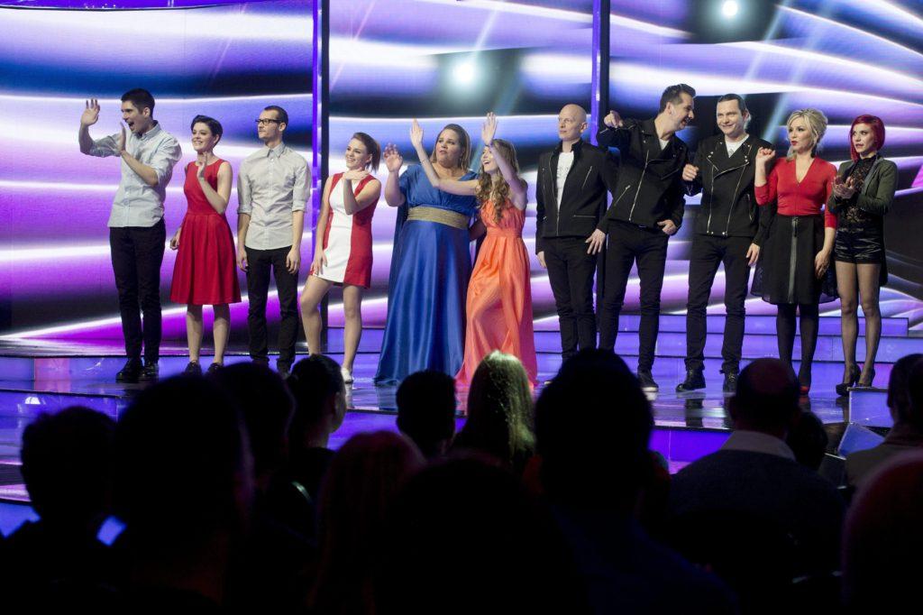 Balról a négytagú Passed zenekar, Tóth Vera (b5), Dallos Bogi (b6), a háromtagú Karmapolis zenekar, Szűcs Gabi (j2) és Antal Tímea (j), az Eurovíziós Dalfesztivál - A Dal című televíziós show-műsor első elődöntőjének továbbjutottjai a Médiaszolgáltatás-támogató és Vagyonkezelő Alap (MTVA) óbudai, Kunigunda útjai gyártóbázisán 2015. január 24-én.  MTI Fotó: Koszticsák Szilárd