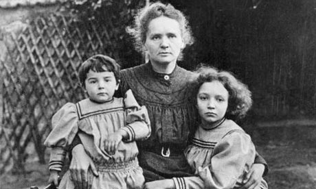 Marie Curie és gyermekei (Forrás: her.yourstory.com)